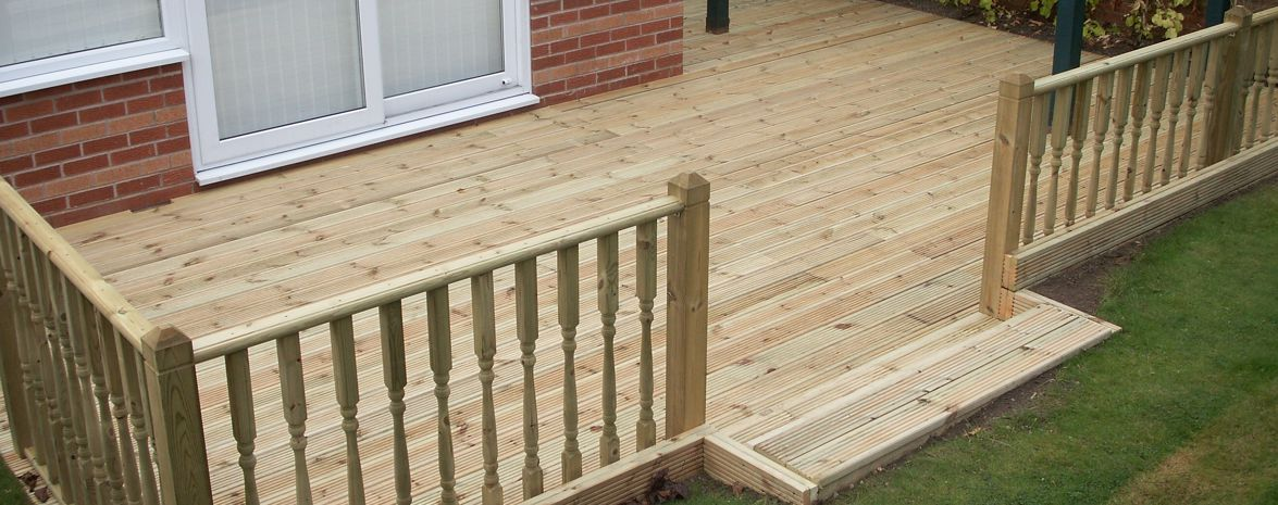 Deck with ballustrade